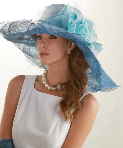 Royal wedding hat Derby Petals