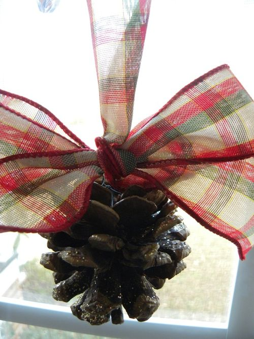 Plaid ribbon pinecone