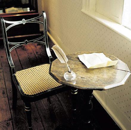 Jane_austen_writing_table